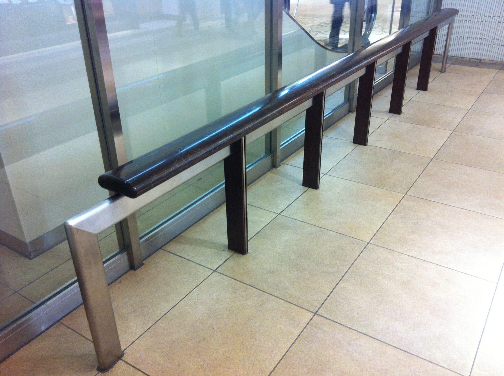 日本常見的欄杆式暫歇設計