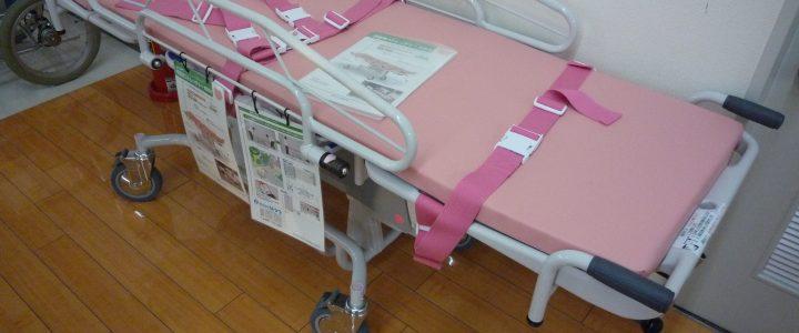 粉紅色的照護床