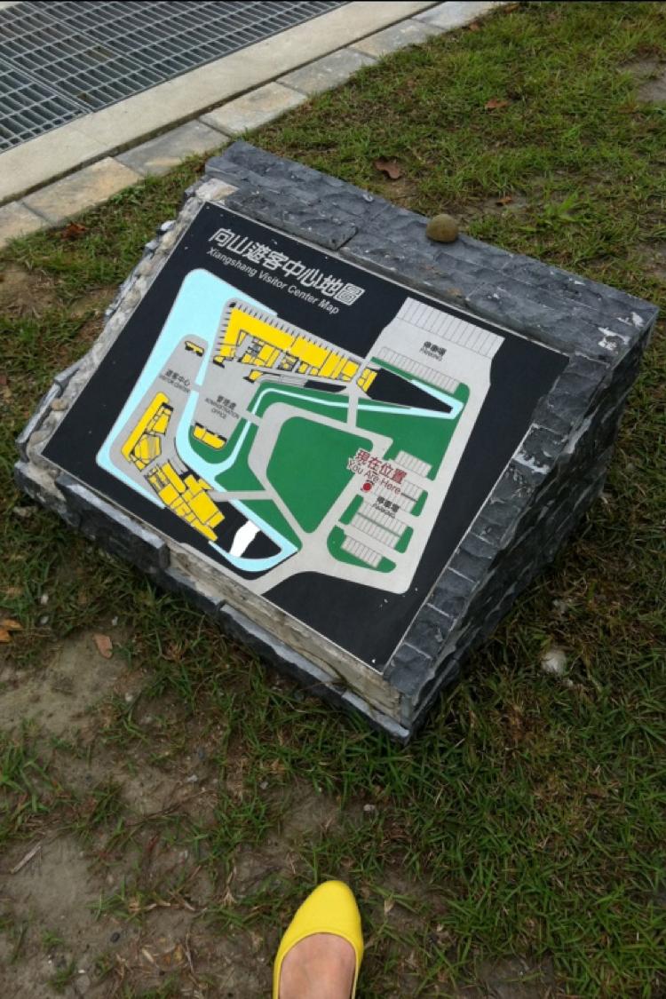 遊客中心的說明地圖設在太低的位置
