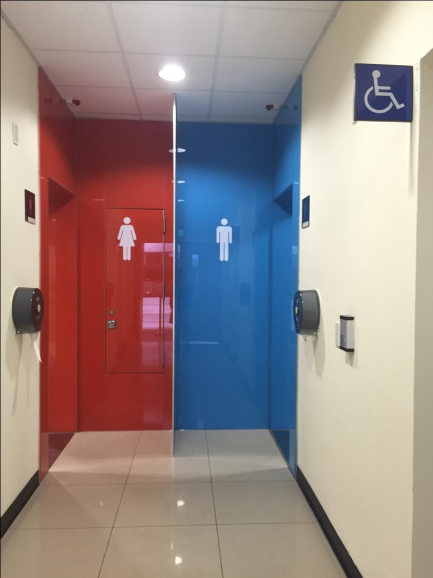 廁所標示應清楚,讓人容易發現